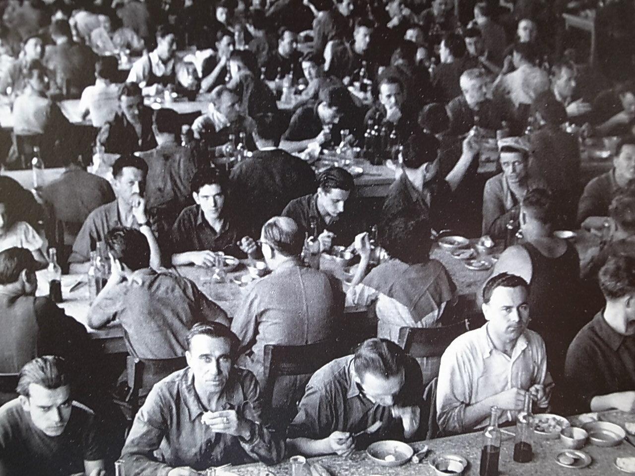 1951. Обед в столовой Рено