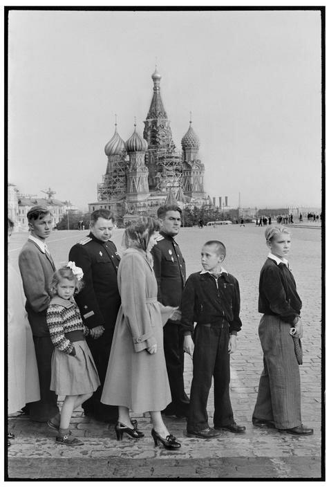 1954. Москва. На Красной площади. Очередь в Мавзолей Ленина-Сталина