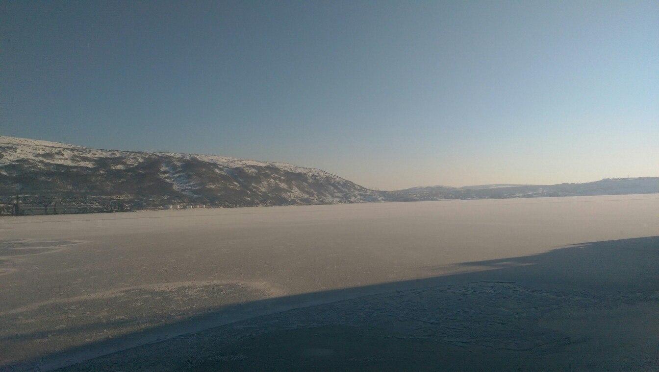 Теплоход ледового класса «ФЕСКО Посьет» в Магаданском морском торговом порту