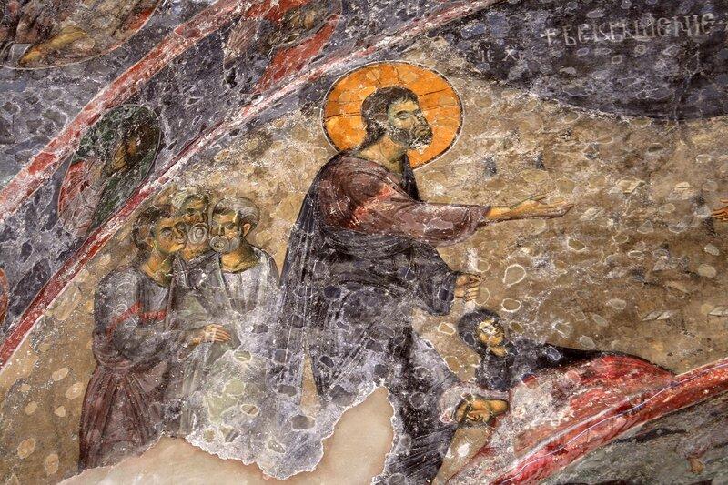 Воскрешение Праведного Лазаря. Фреска XIII века в церкви Святых Апостолов в Пече, Косово, Сербия. Фрагмент. Христос.