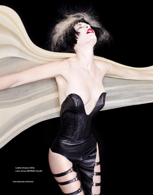 Мелани Блат (Melanie Blat) в журнале FAINT