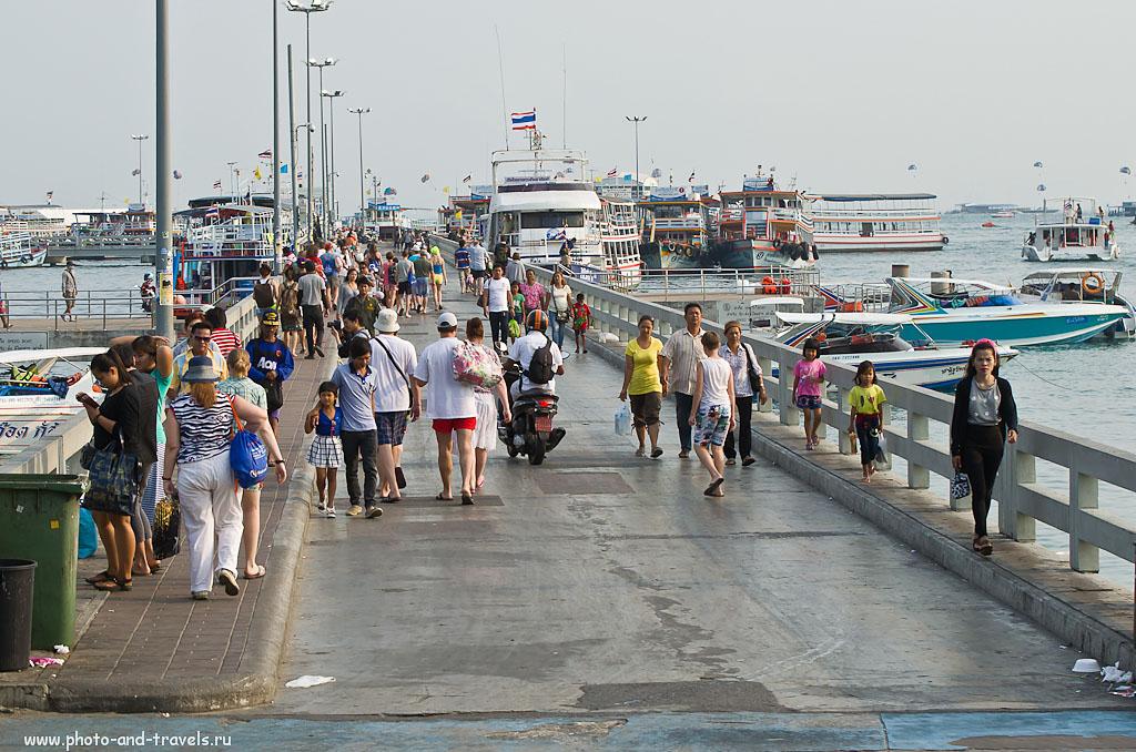 4. Пирс Бали Хай в Паттайе (Pattaya city). Отсюда туристы уезжают купаться на остров Ко Лан, где вода намного чище. AF-S VR Zoom-Nikkor 70-300mm f/4.5-5.6G IF-ED, 1/400 сек, A, f/7.1, 70 мм, 250