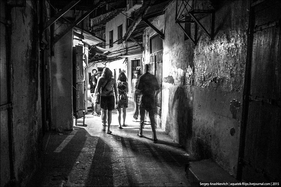 Ночная прогулка по Стоун-Тауну / Night Stone-Town