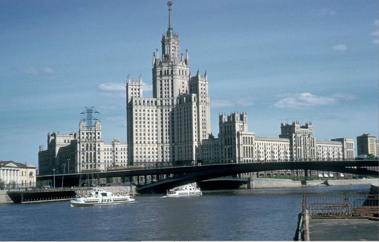Вид на Москву реку и гостиницу Украина