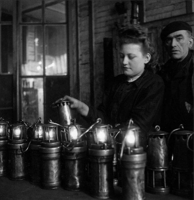 1945. Шахтерские лампы