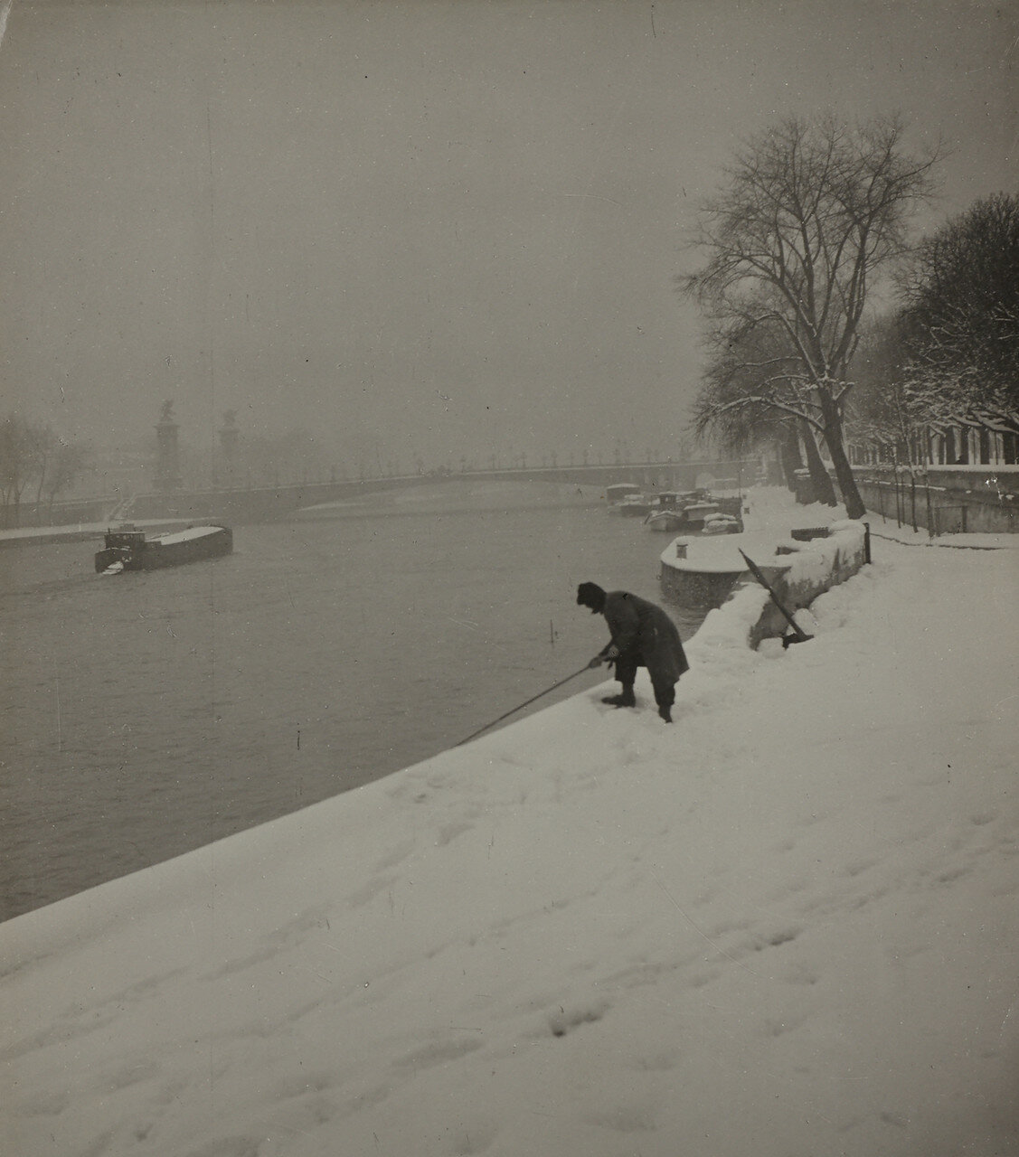 1940. Заснеженный Париж