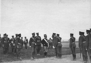 Итальянский король Виктор Эммануил III и император Николай II на параде в момент представления 14 драгунского Литовского полка (шеф полка - итальянский король); слева - военный министр генерал А.Н.Куропаткин.
