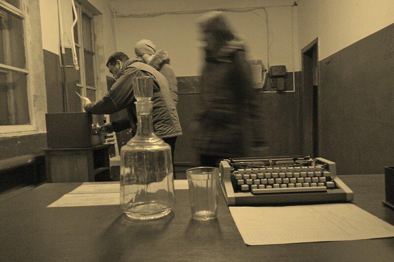 Спецотдел №7: пишущая машинка, бумажные акты и графин - советский антураж