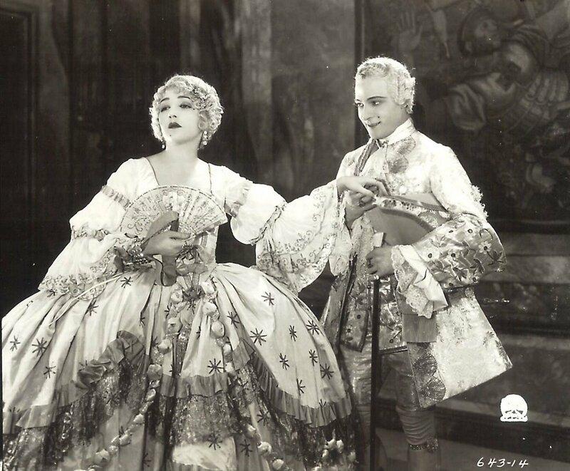 """Биби Дэниелс и Рудольф Валентино в фильме """"Monsieur Beaucaire"""", 1924 год."""