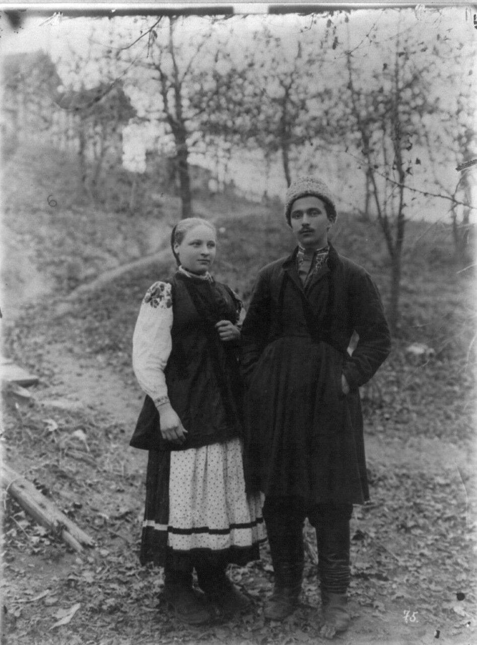 Малороссы в национальных костюмах, ок. 1890