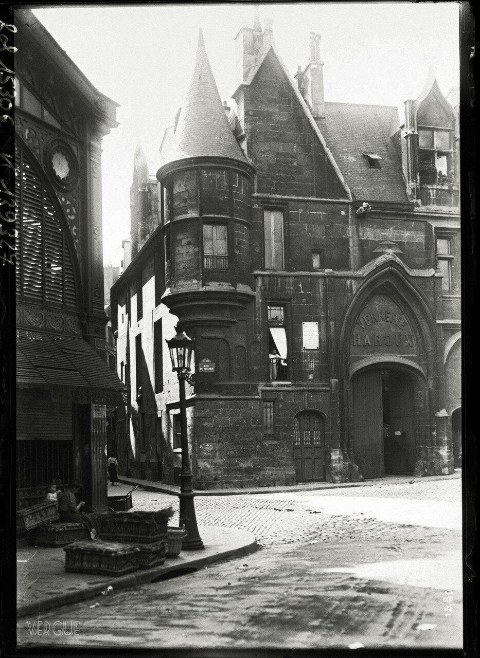 1911. Отель де Санс