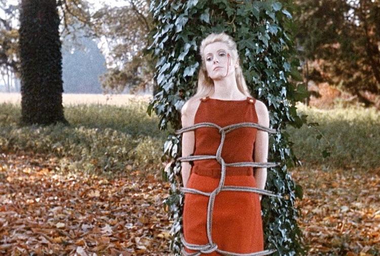 1967 - Дневная красавица (Луис Бунюэль).jpg