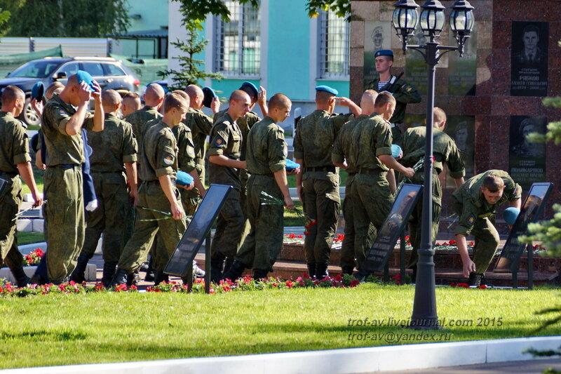 Возложение цветов, Празднование 85-летия ВДВ в 45 полку СпН ВДВ (теперь отдельная бригада), Кубинка