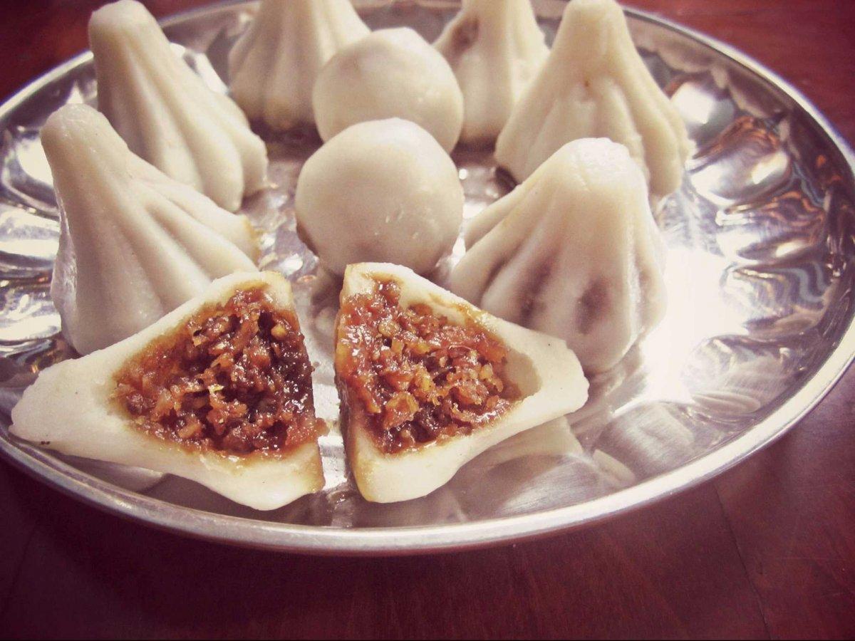 21. Модак — сладкие пельмени, которые подают в индийском штате Махараштра во время фестиваля Ганеша.