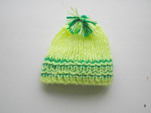 Как связать шапочку двухцветной резинкой