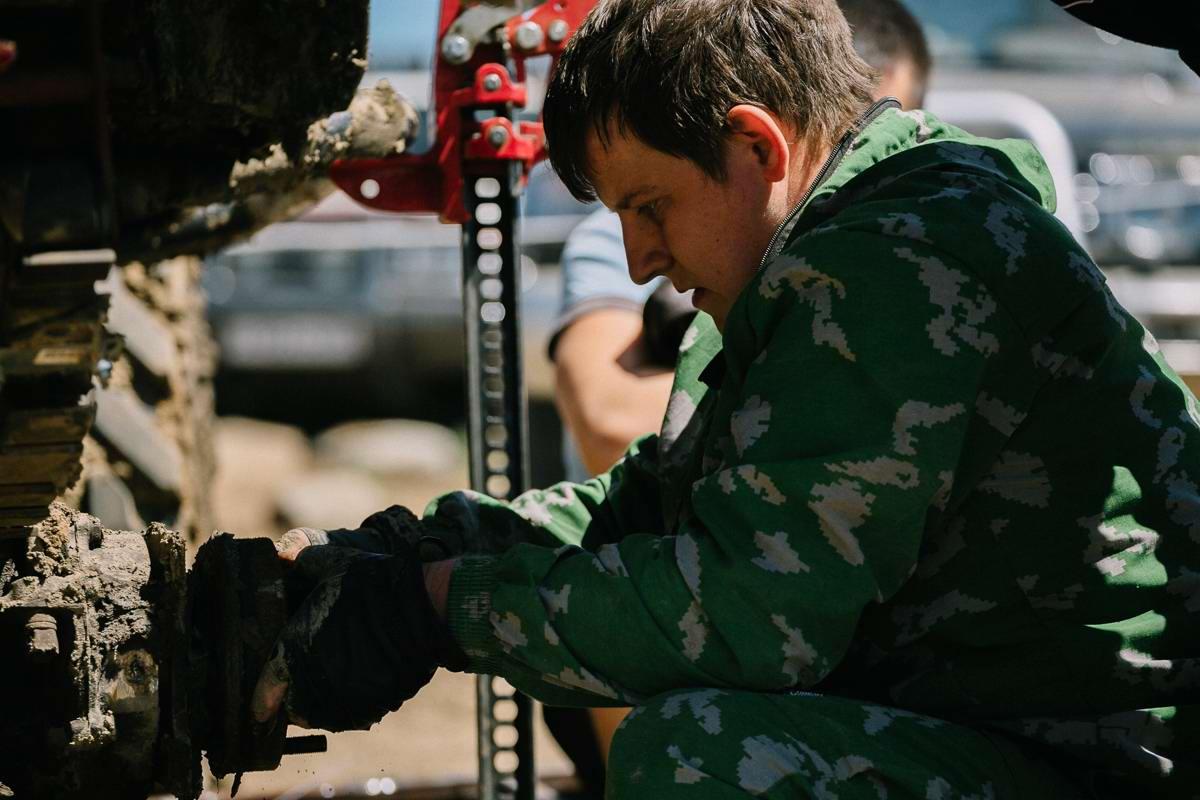Джипы на танковом полигоне: гонки на выживание (14)
