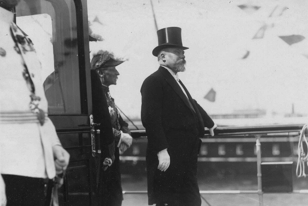 22. Пуанкаре в момент прибытия в Петербург на императорской яхте «Александрия». 7 июля 1914