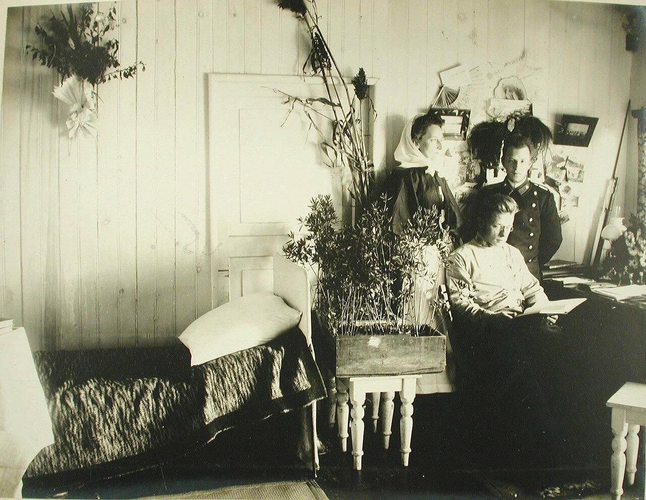 45. Вид части комнаты врача на барже-лазарете Санкт-Петербургского биржевого комитета