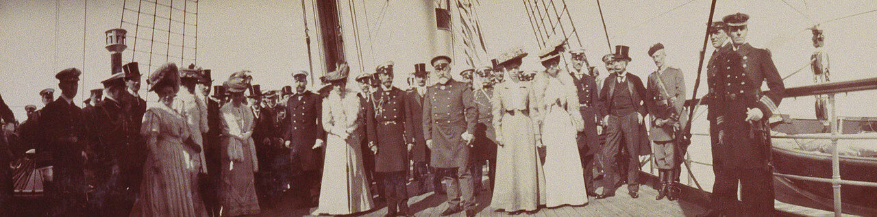 35. Групповое фото членов британских и российских королевских семей