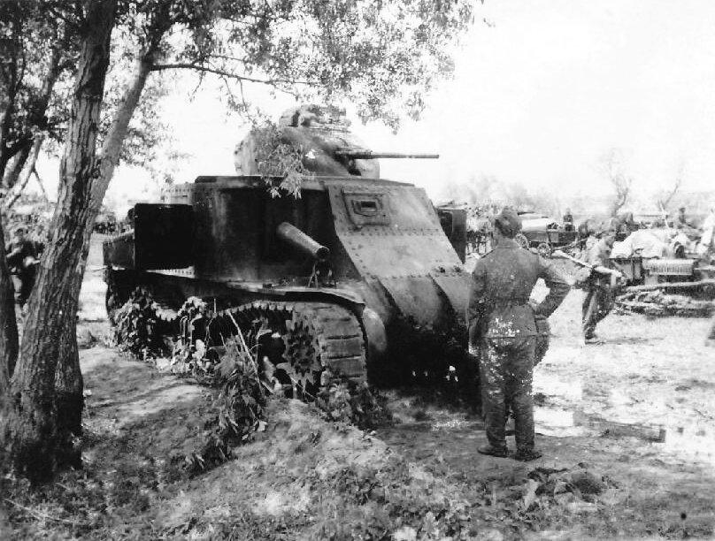 Подбитый танк М3с.