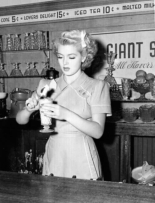 Lana Turner, c.1937.jpg
