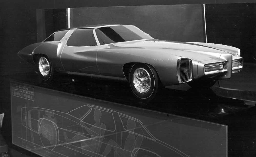 A Pontaic proposal from Advanced Pontiac Studio. Scale clay model..jpg