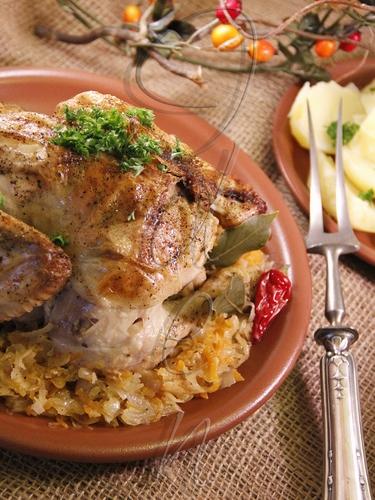 Курица, начиненная квашеной капустой