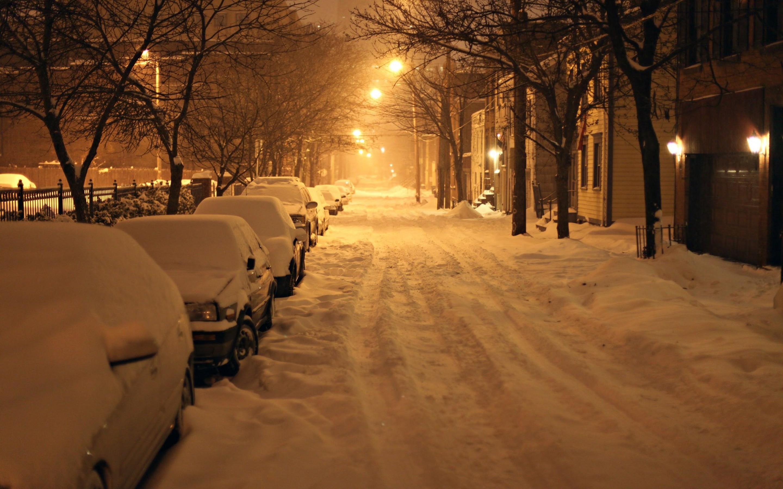 много снега в городе
