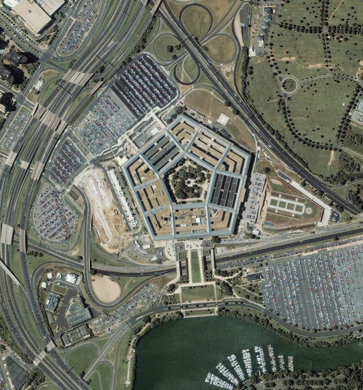 9. Аэрофото, сделанное со спутника IKONOS 7 сентября 2001 года, из серии снимков Пентагона до и посл