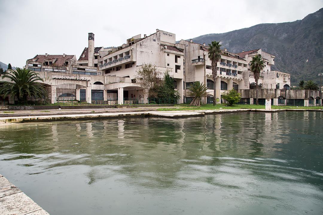 Руины отеля