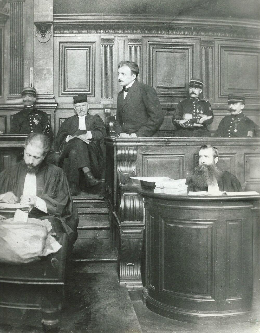 Рауль Вилен, убивший 31 июля 1914 года Жана Жореса, оправдан в 1919 году как человек, внесший свой вклад в победу