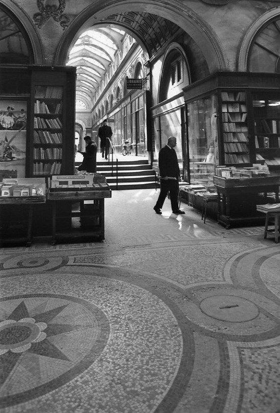 1976. Галерея Вивьен