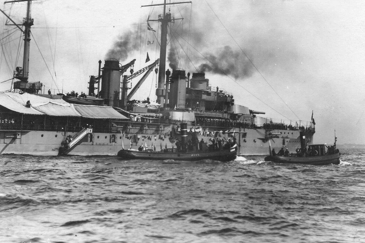 04.Броненосец «Франция» в сопровождении портовых судов «Лев» и «Елена» направляется в Кронштадт. 7 июля 1914