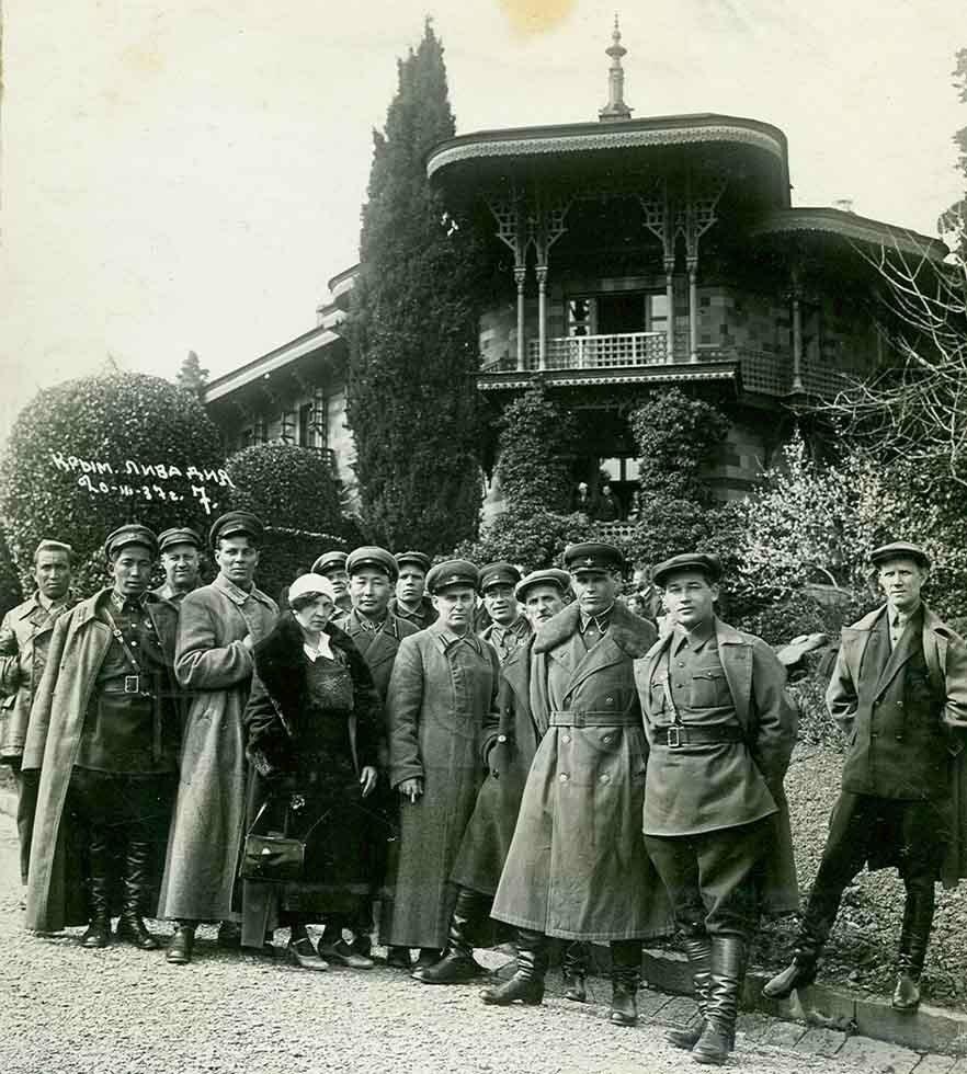 Заслуженные работники НКВД на отдыхе в Крыму. 1937