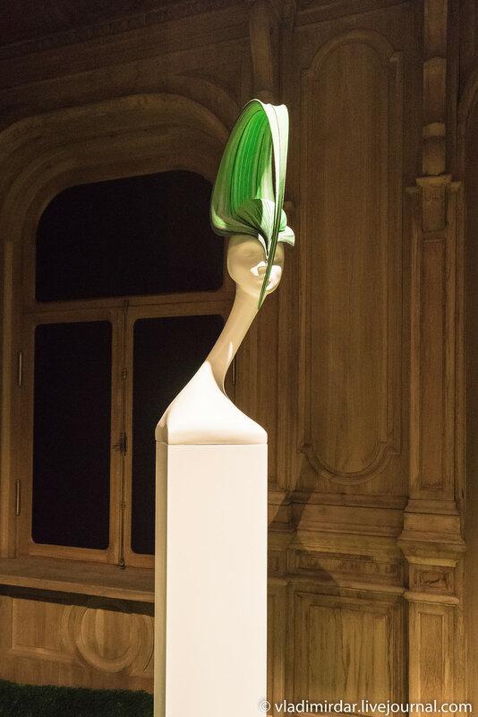Губа Непентеса. Неделя Высокой Моды. Париж. 2000. Расписанный вручную шелк.