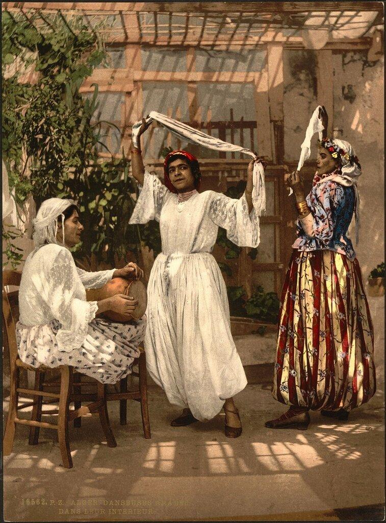 НАЗВАНИЕ: Арабские Девушки Танцуют, Алжир ВЛАДЕЛЕЦ: Библиотека Конгресса  Алжир ДАТА СОЗДАНИЯ: 1899 AD