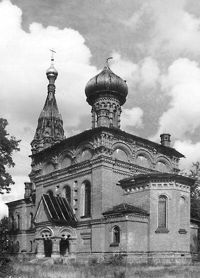 11. Храм Святой Троицы в пос. Гора-Валдай до реставрации.jpg