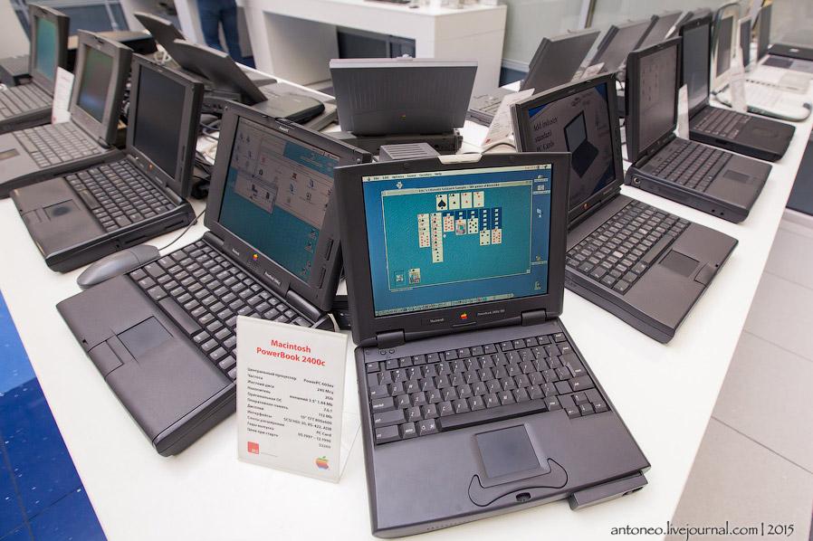 13. Справа — Macintosh PowerBook Duo. Его можно вставить в специальный разъем DuoDock в мониторе и п