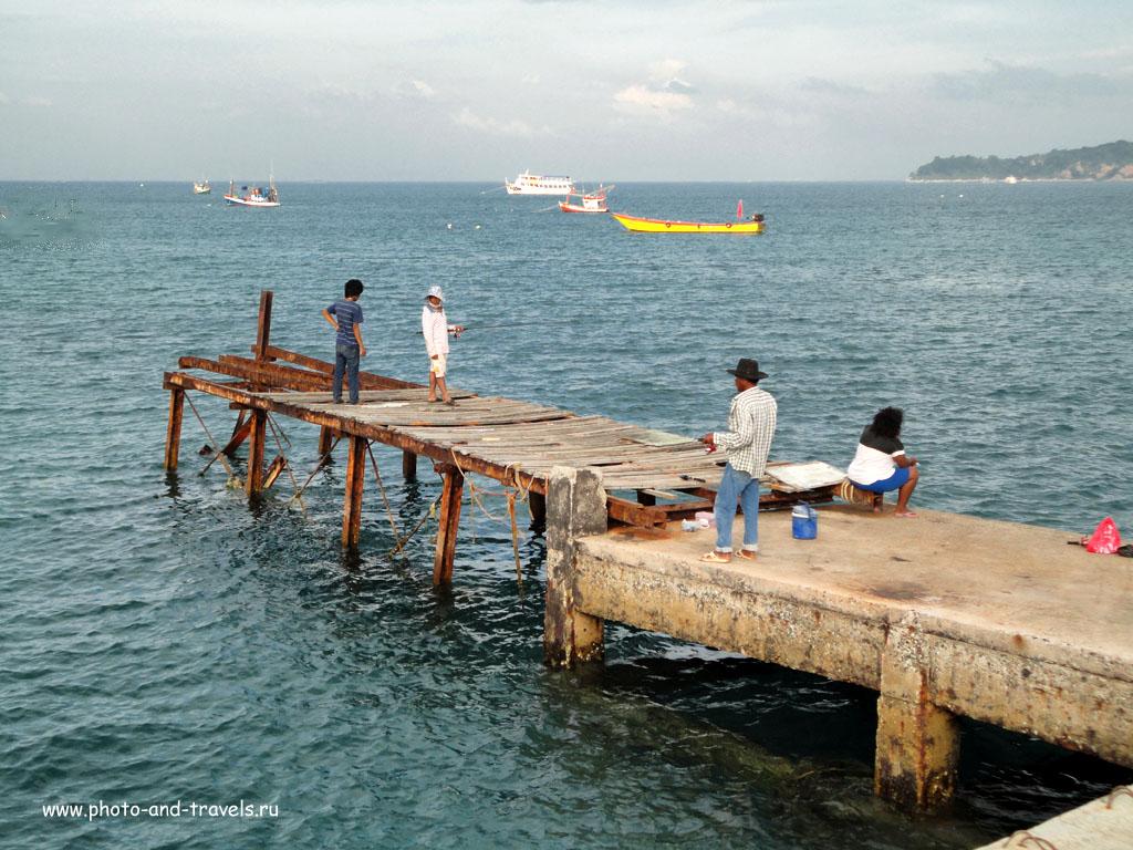 2. Рыбаки у пирса Nual Pier на острове Ко Лан. Мы плавали купаться сюда на пароме из Паттайи во время отдыха в Таиланде.