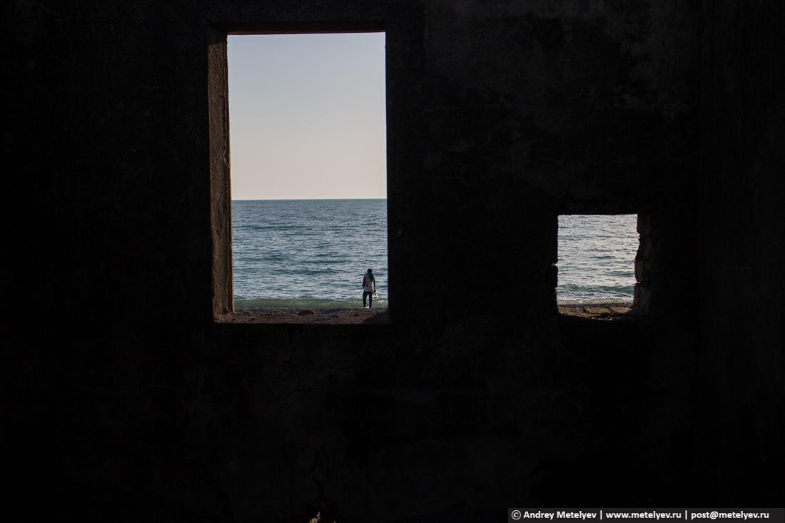 Из окон вид на море