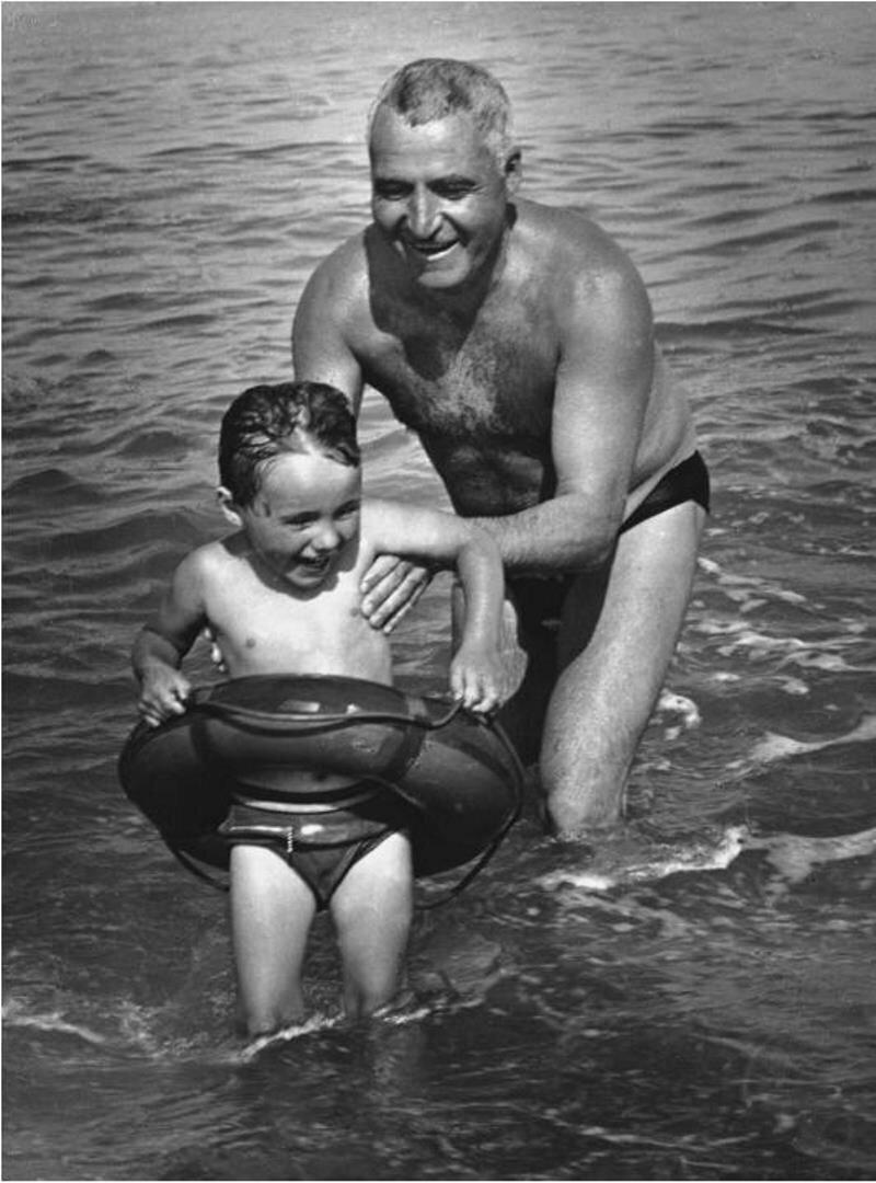 1960. Писатель Константин Симонов с дочерью