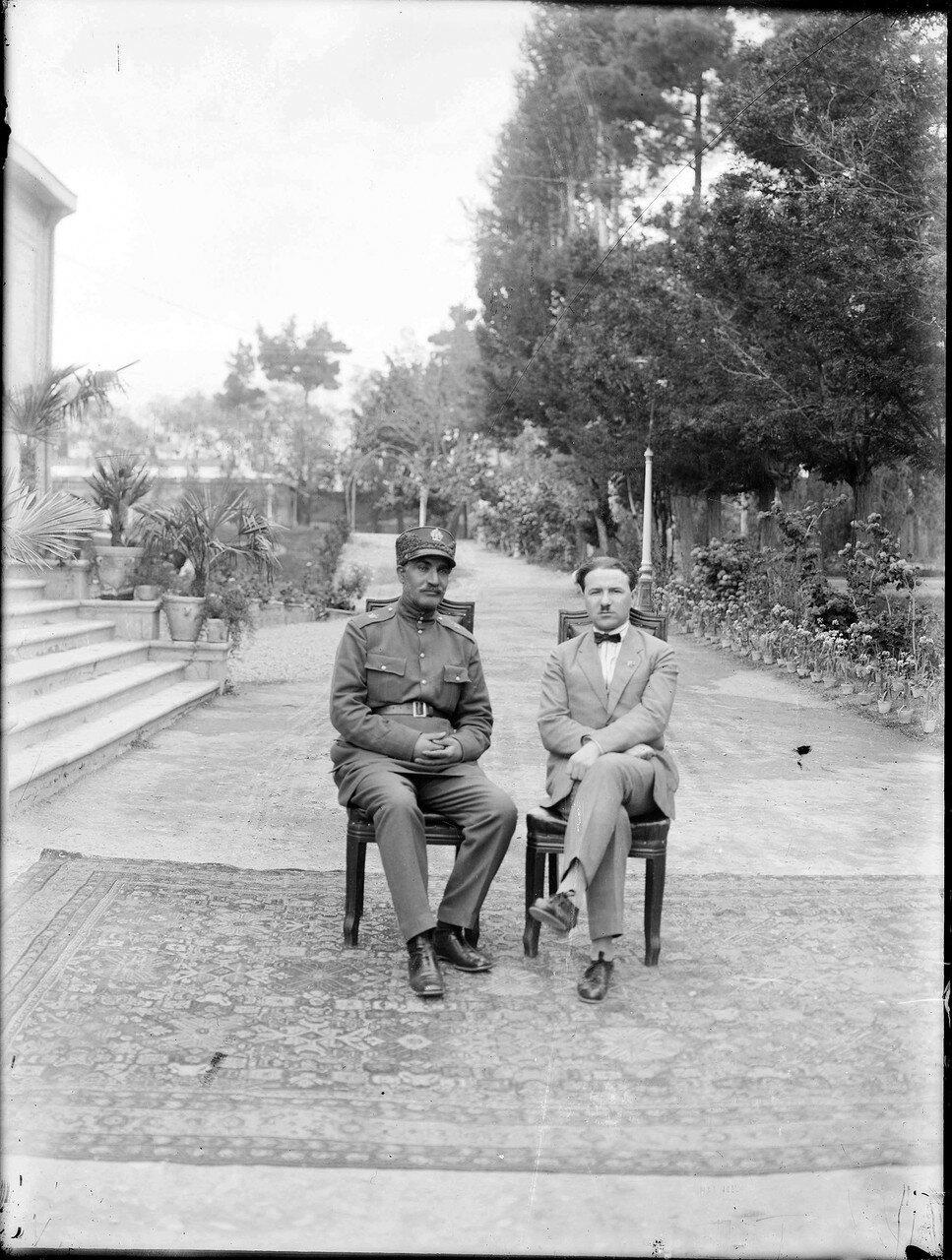 Шах Реза Пехлеви с Борисом Захаровием Шумяцким, полномочным представителем Советского Союза. 1925