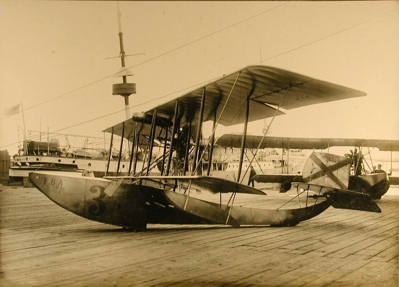 33. Летательный аппарат F. B.A. на пристани