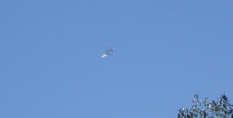 И всё небо в самолётах