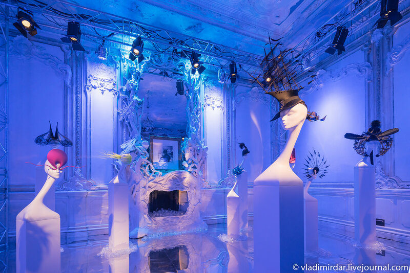 «Зал Изабелла Блоу» выставки дизайнера-кутюрье Филипа Трейси