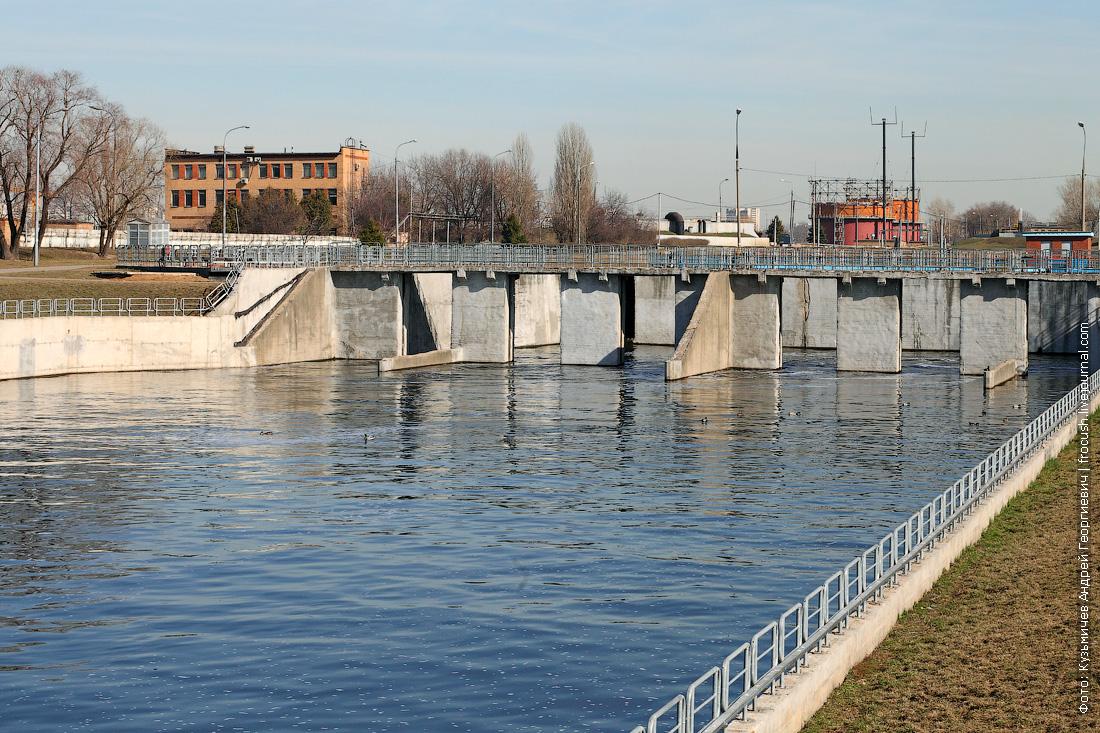 отводящий канал как очищают сточные воды в москве