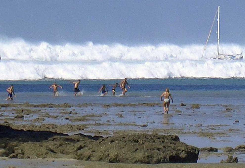 Ten years after, The 2004 Indian Ocean Tsunami in focus.jpg