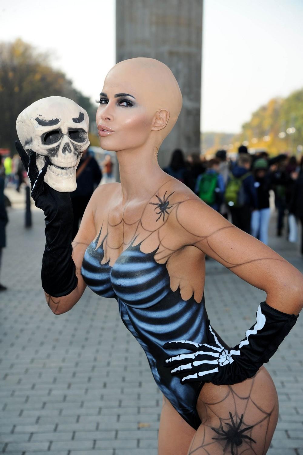 Модель провела фотосессию в центре берлина