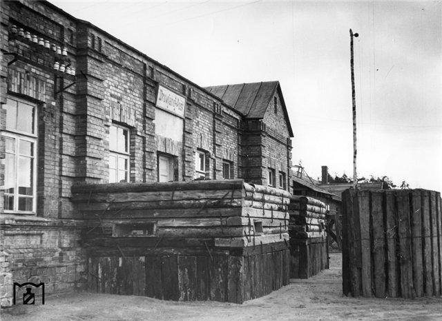 Деревянные огневые точки для защиты железнодорожной станции от партизан. 1943.jpg