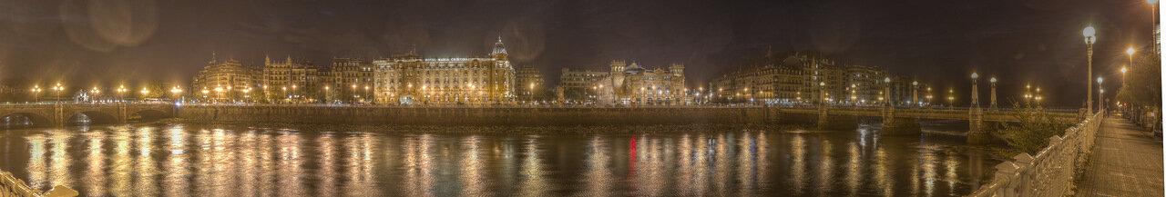 Доностия-Сан-Себаcтьян. Набережная республики Аргентина (República Argentina Kalea) ночью.